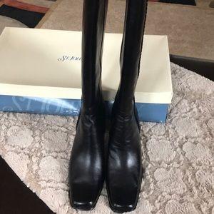 Black elegant boots